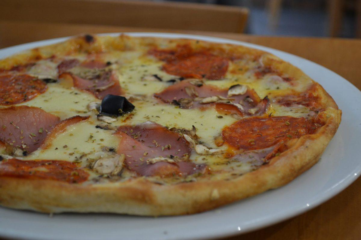 Pizza sa mocarelom